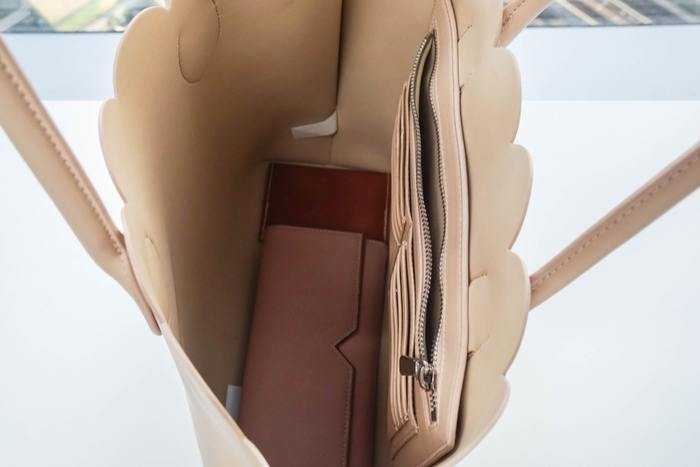How to Clean the Inside of a Leather Purse