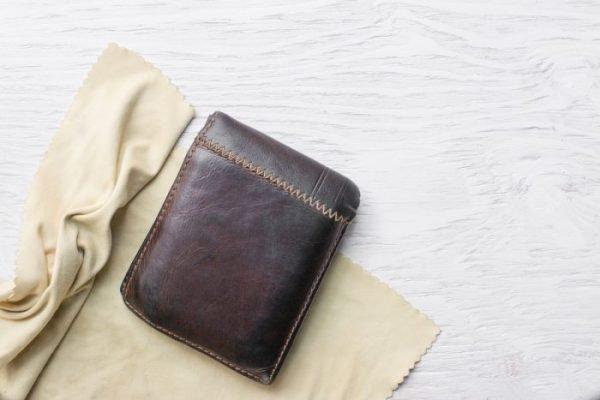 Comment nettoyer un portefeuille en cuir