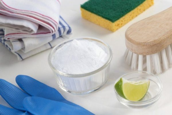 mājas apstākļos gatavots tīrīšanas līdzeklis